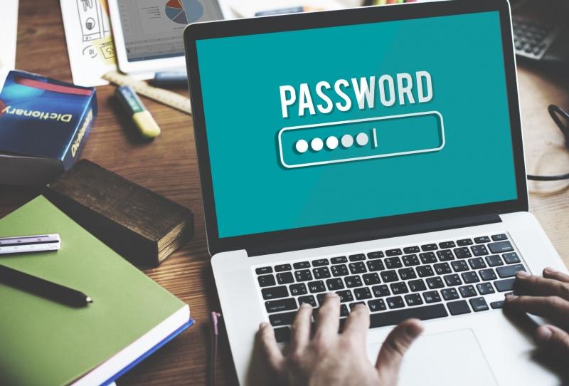 Zadávání hesla na notebooku
